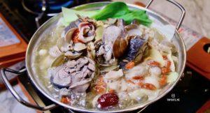 [台中美食] 飽倍什鍋 | 台中火鍋 賣場內建美食 烏骨雞Q彈噴汁 湯頭鮮美 還有3種副食無限自助取用