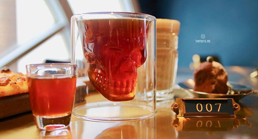 [台中咖啡] 咖啡任務 | 沈浸在華麗空間享受下午茶 滿足你成為007情報員的小幻想 好吃又好拍台中咖啡館